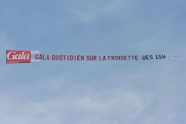 Les publicités tractées par avion, comme sur cette photo prise en mai 2010 lors du Festival de Cannes,...
