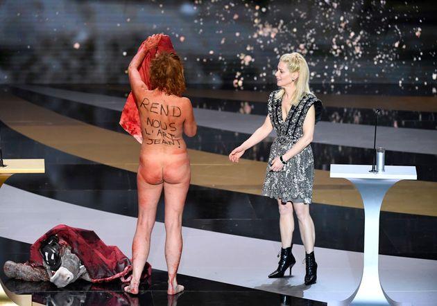 Corinne Masiero sur la scène des César animés par Marina Foïs a dénoncé,...