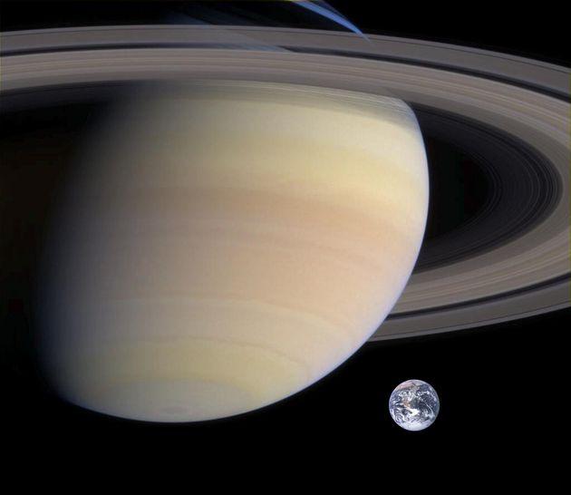 Σύγκριση Γης και Κρόνου.