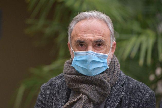 """""""Con gli antinfiammatori, giù le ospedalizzazioni da Covid"""". Il professor Remuzzi spiega la sua scoperta"""