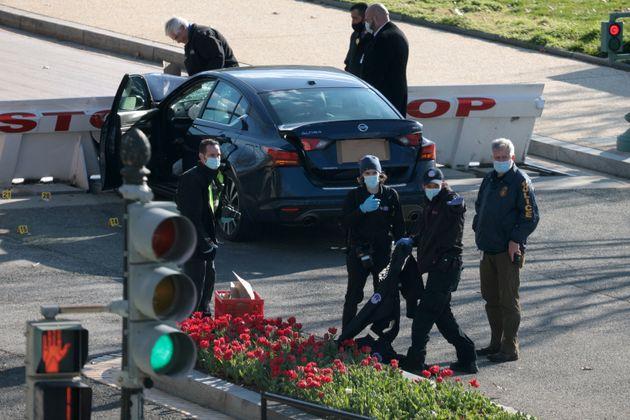 Vendredi 2 avril, un jeune homme a précipité sa voiture sur des policiers en faction devant le capitole,...