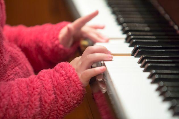 Ο Δ. Παπαδημητρίου ανοίγει με τη μουσική του «Ένα παράθυρο μικρό» για τα παιδιά με