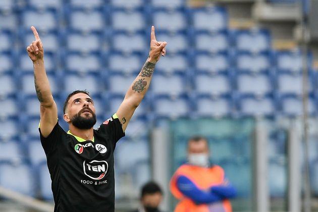 Daniele Verde de La Spezia célèbre son but en ciseaux lors de la rencontre contre la Lazio le 3 avril
