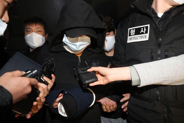 서울 노원구 중계동의 한 아파트에서 세 모녀를 살해한 혐의를 받는 김아무개씨가 구속 전 피의자 심문(영장실질심사)을