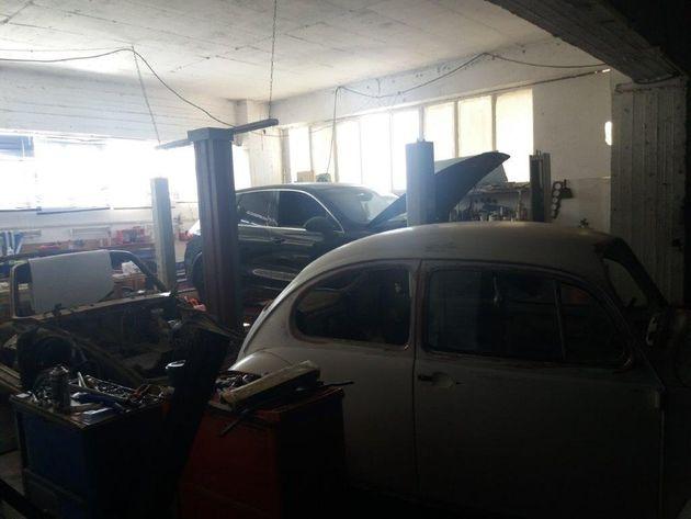 Εικόνες από τον χώρο με το «κουφάρι» της Bentley