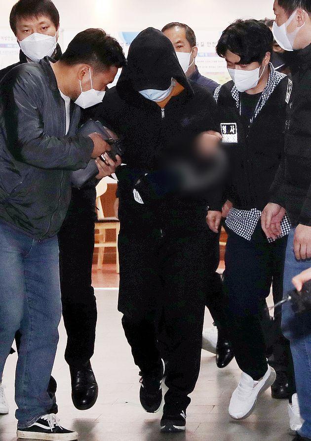 김씨가 3일 오후 서울 노원구경찰서에서 피의자 신분으로 조사를 받은 뒤 유치장으로 향하고