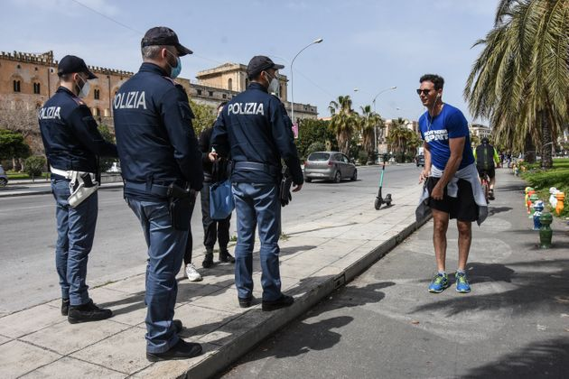 The Policei of Palermo carry out checks for compliance with the red zone, established during Easter....