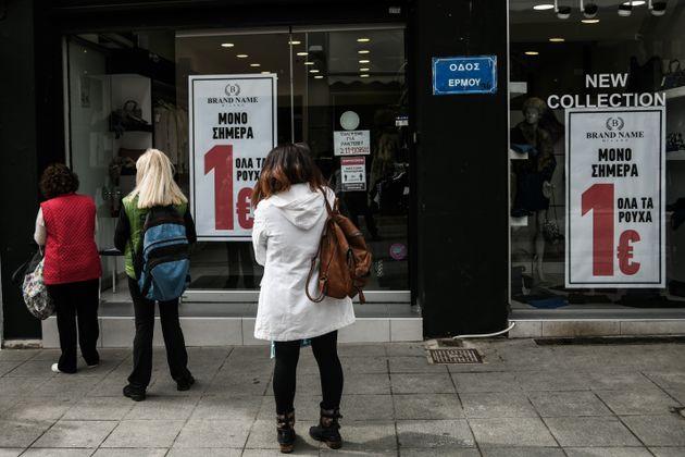 Εικόνες από το άνοιγμα του λιανεμπορίου μετά από δύο