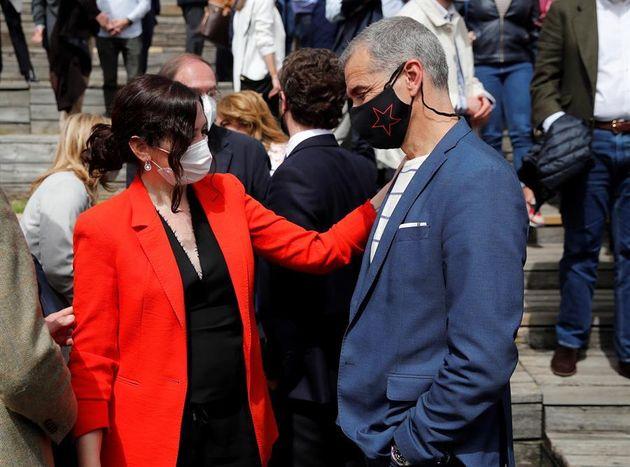 La presidenta madrileña, Isabel Díaz Ayuso, junto al exdiputado de Cs Toni Cantó el pasado 31 de marzo...