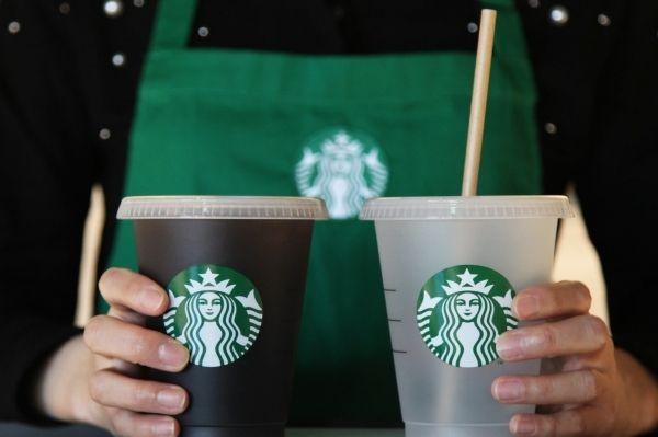 스타벅스코리아가 오는 2025년까지 일회용컵 사용을 전면 퇴출하기로 했다.