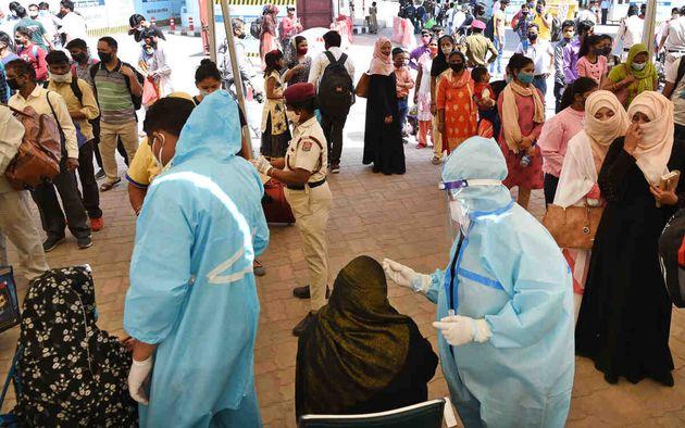 인도 코로나19 일일 확진자 수가 처음으로 10만명을