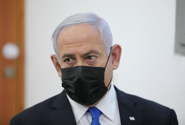 epa09116406 Israeli Prime Minister Benjamin Netanyahu (L) attends the evidentiary stage of his trial...