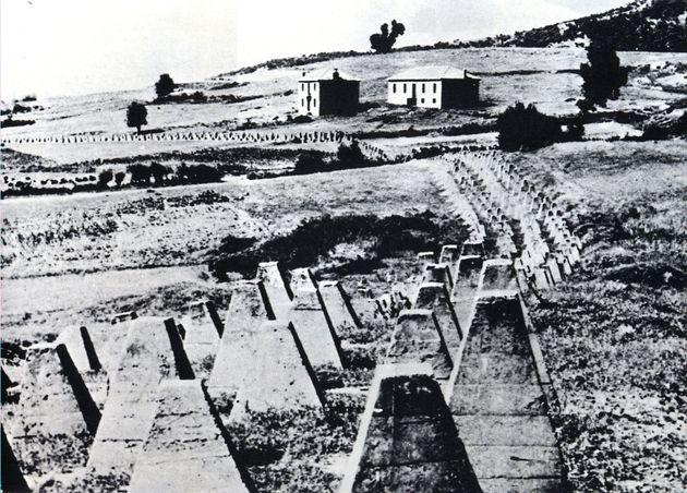 Αντιαρματικό κώλυμα μπροστά από το Οχυρό Παρταλούσκα της Γραμμής Μεταξά.[79] Οι Έλληνες στρατιώτες που...