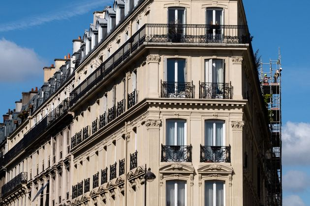 À Paris, des ouvriers construisaient un immeuble le 30 juillet