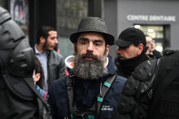 Jérôme Rodrigues, l'une des figures du mouvement des gilets jaunes, durant une manifestation...