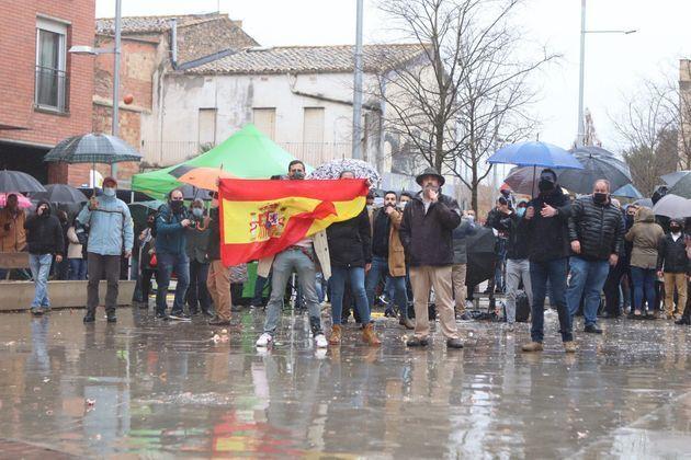 Simpatizantes de Vox en Salt (Girona), el 7 de febrero, cuando la cúpula de Vox fue hostigada con tomates...