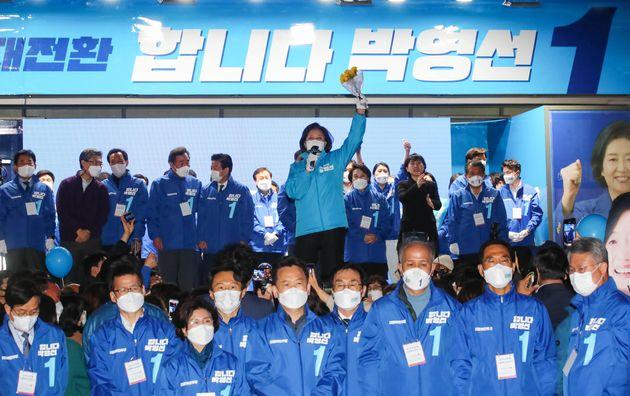 박영선 더불어민주당 서울시장 후보가 6일 서울 마포구 상상마당 인근에서 열린 집중유세에서 지지를 호소하고