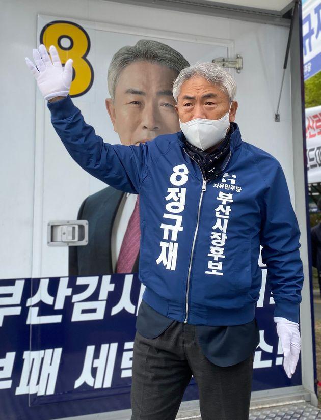 정규재 자유민주당 부산시장 후보가 6일 오후 부산 부산진구 서면교차로에서 선거유세를 하고