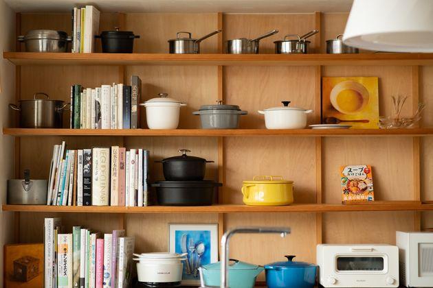 鍋の横に飾られているスープの絵は有賀さんが描いたもの