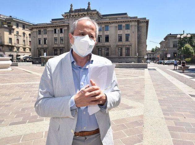Il direttore del dipartimento di Medicina molecolare e virologica dell'Università di Padova, Andrea Crisanti,...