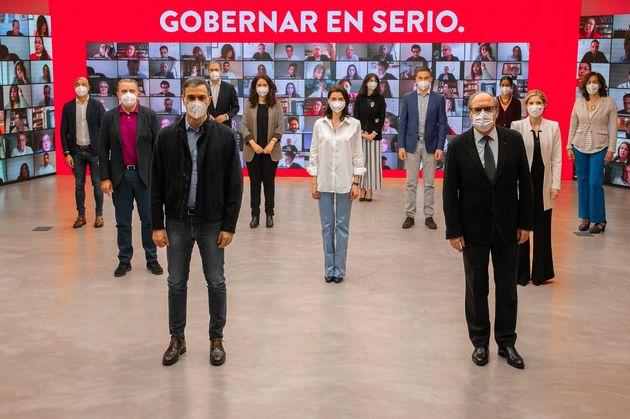 Sánchez posa con los candidatos del PSOE en