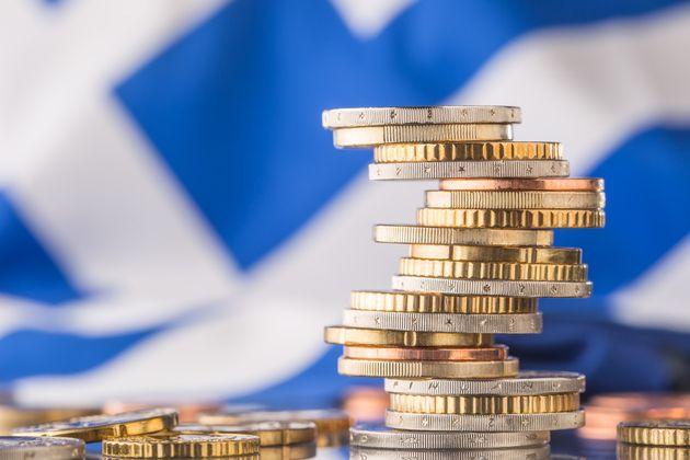 ΔΝΤ: Η Ελλάδα θα επιστρέψει στα πρωτογενή πλεονάσματα το