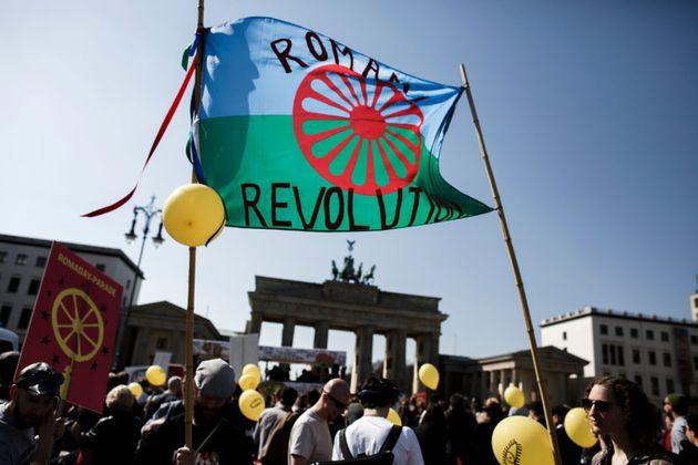 Un grupo se manifiesta por el Día Internacional del Pueblo Gitano en Berlín en