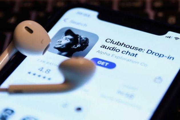 スマホアプリ「Clubhouse」とイヤホン