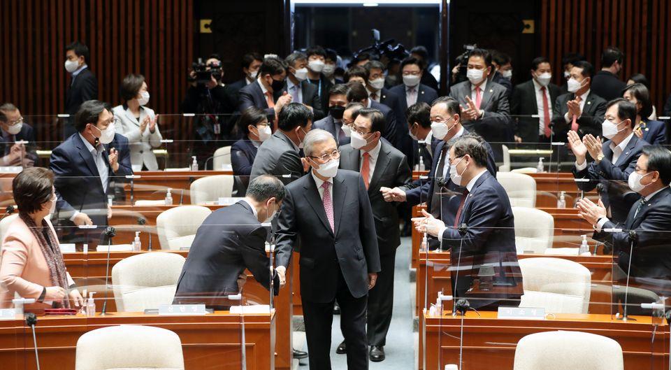 김종인 국민의힘 비상대책위원장이 8일 오전 서울 여의도 국회에서 열린 의원총회에 참석했다.