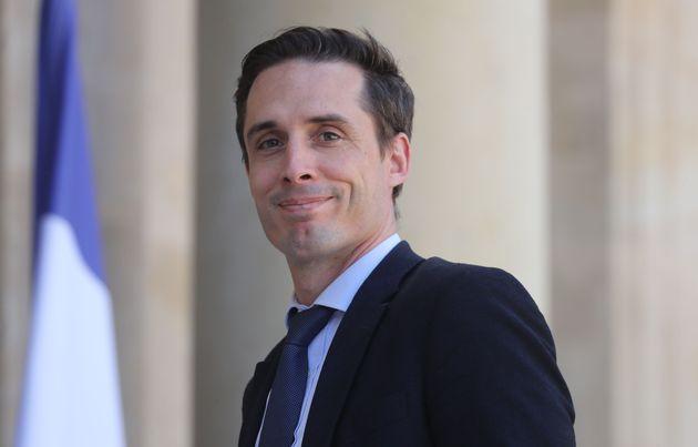 Jean-Baptiste Djebbari (ici devant l'Élysée en juillet 2020) veut décorer les présidents...