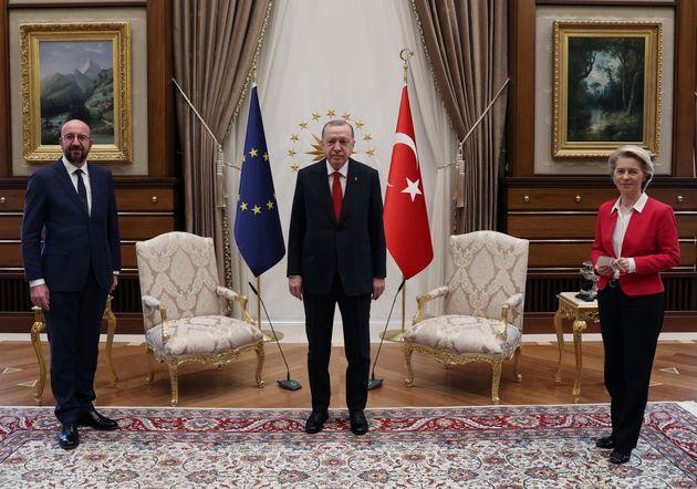 Τσαβούσογλου: Η διάταξη των καθισμάτων έγινε με το πρωτόκολλο που μας ζήτησε η