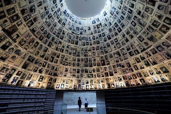 «Το Ολοκαύτωμα: Μια νέα ιστορία»: Το έργο - ορόσημο του ιστορικού Λόρενς