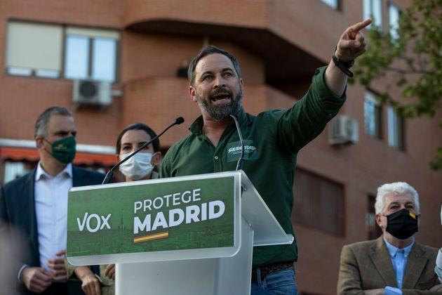 El presidente de Vox, Santiago Abascal, habla durante el acto en