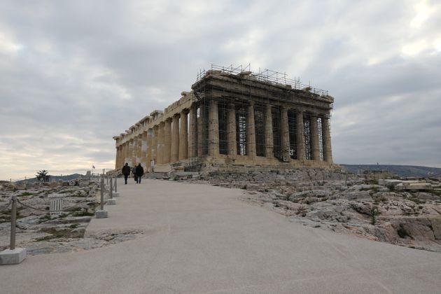 Πρόσκληση Μενδώνη σε Τσίπρα για ξενάγηση στην Ακρόπολη - Η απάντηση