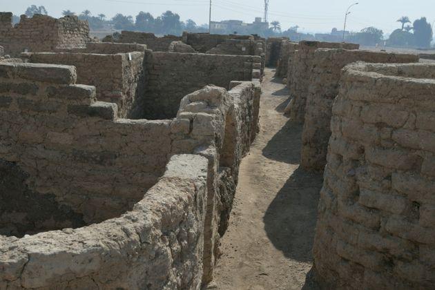 La ville antique, découverte près de Louxor, au sud de l'Egypte, est