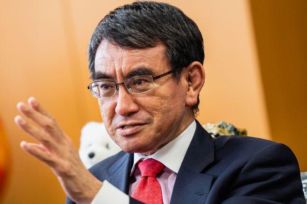 ハフポスト日本版の取材に応じる河野太郎行政改革担当相(2021年4月9日撮影)