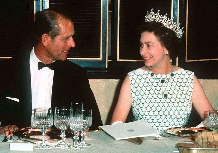 La reina Isabel y el duque de Edimburgo en una cena oficial en 1970