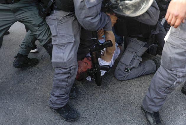 Ισραήλ: Αγριος ξυλοδαρμός βουλευτή από την αστυνομία μπροστά στις