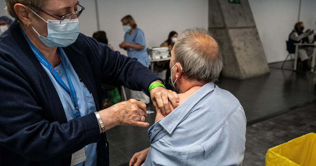 Triunfa al compartir lo que hizo su abuelo tras recibir la segunda dosis de la vacuna