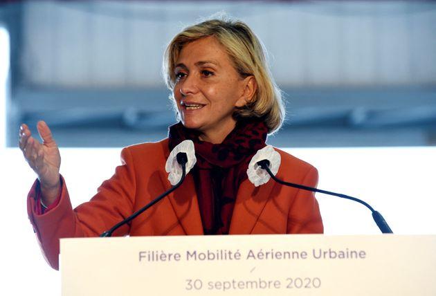Valérie Pécresse lors d'un discours à l'aéroport de Pontoise - Cormeilles-en-Vexin au mois de septembre