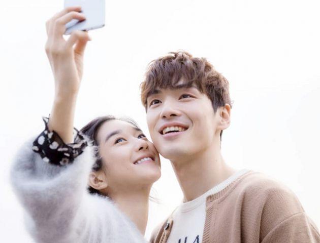 서예지와 김정현은 지난 2018년 3월 개봉한 가상현실(VR) 영화 '기억을 만나다-첫사랑'에서 호흡을 맞춘 바