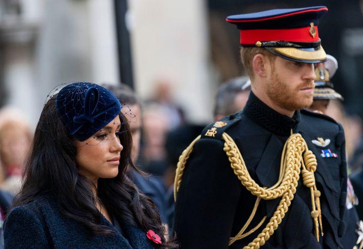 Los duques de Sussex en Field of Remembrance en la Abadía de Westminster el 7 de noviembre de 2019 en Londres.