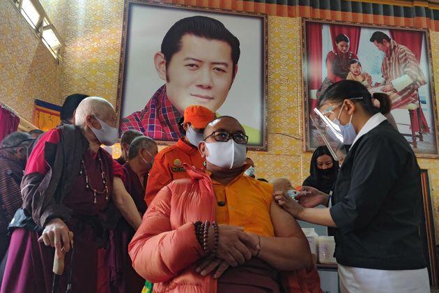 Μπουτάν: Η χώρα που εμβολίασε το 93% του ενήλικου πληθυσμού του σε 16