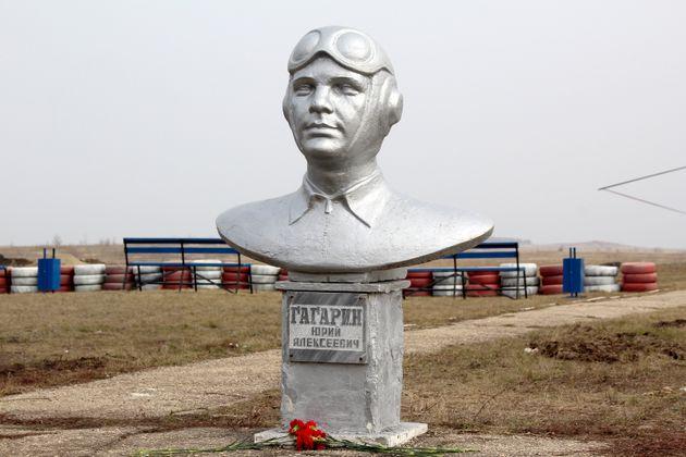 Προτομές και αγάλματα προς τιμήν του Γκαγκάριν μπορεί να βρει κανείς σε όλη τη Ρωσία. Εδώ στο Σαρατόβ