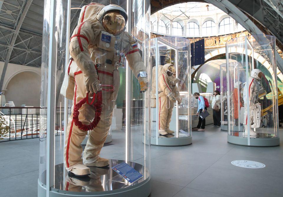 Στολές αστροναυτών...
