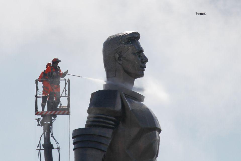 Το τεράστιο άγαλμα του...