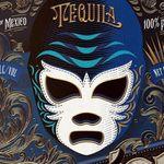 Μάσκες μεξικανών παλαιστών διακοσμούν μπουκάλια