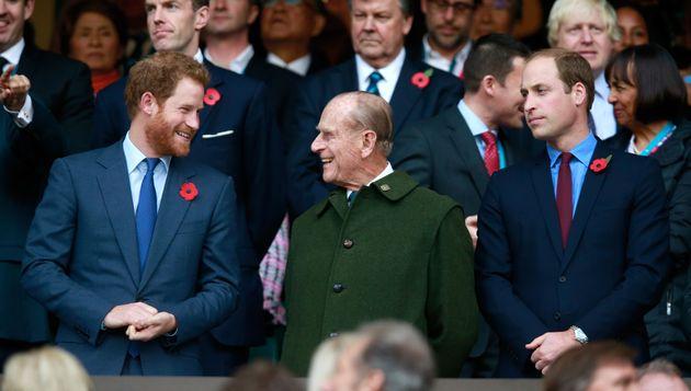 De gauche à droite: le prince Harry, prince Phillip et le prince William, réunis ici à...