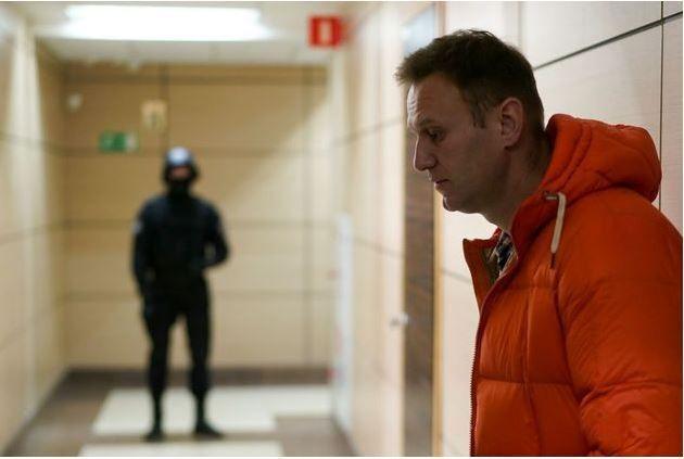 Ναβάλνι: Σε αναγκαστική σίτιση απειλούν να προχωρήσουν οι υπεύθυνοι των