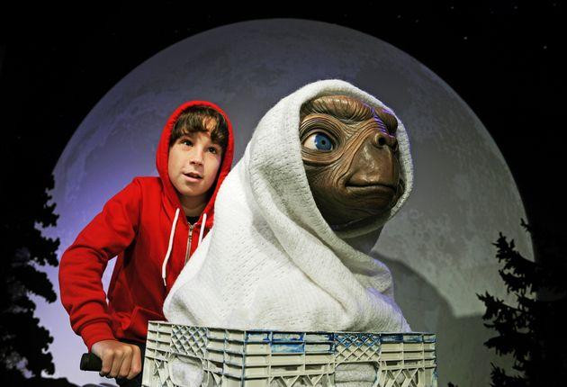 Recreación de la escena de la película de Steven Spielberg 'E.T. The Extra-Terrestrial'...